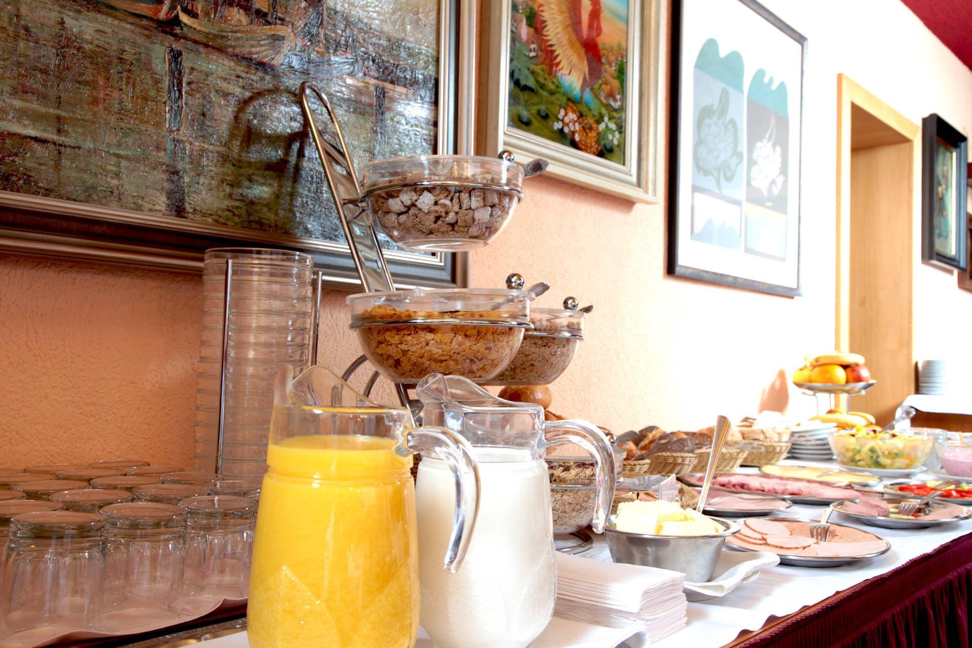 Frühstück im Hotel Lonac